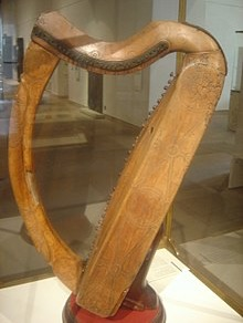 220px-Celtic_harp_dsc05425