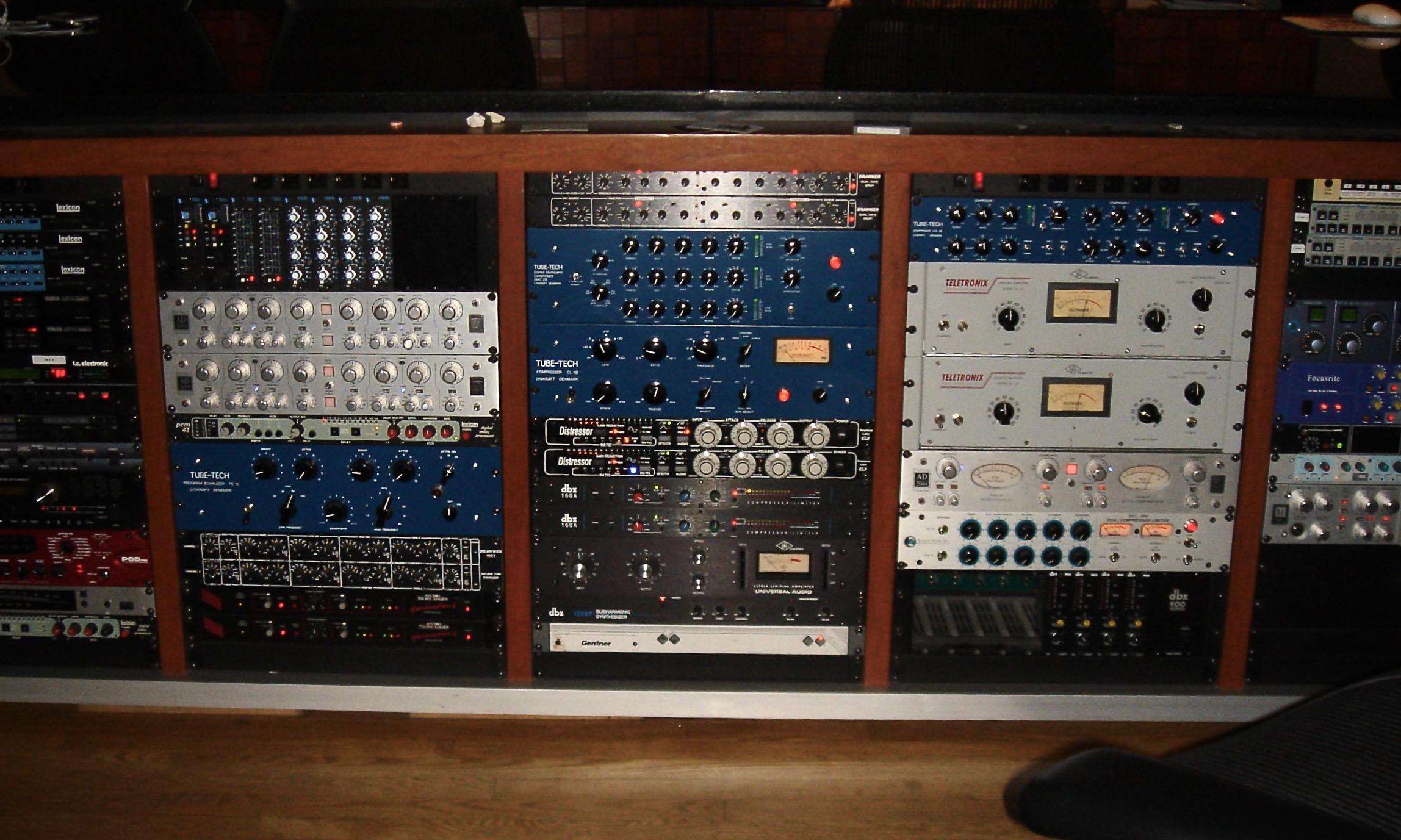 Outboard_racks_2-1,_PatchWerk_Recording_Studios,_2007