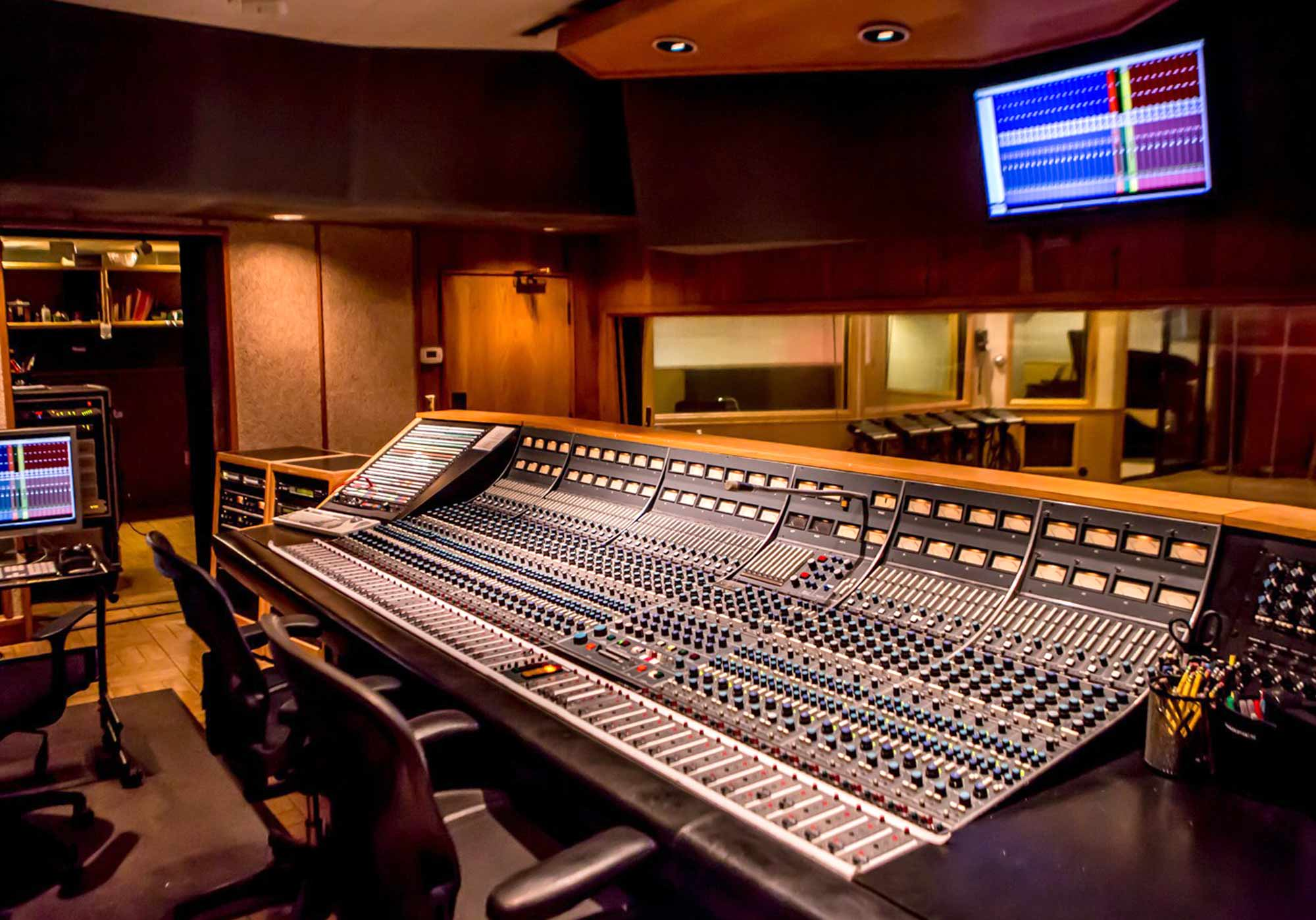 sunset_studios_control_room_2